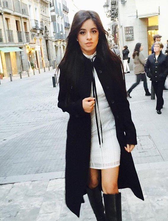 Стильное пальто черного цвета