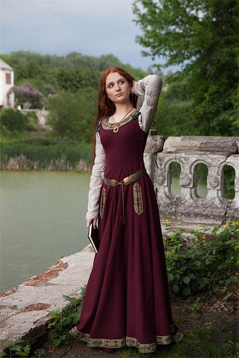 Удобное шерстяное платье
