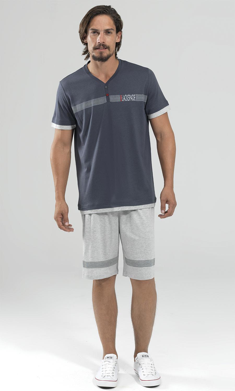 Удобные футболка с шортами