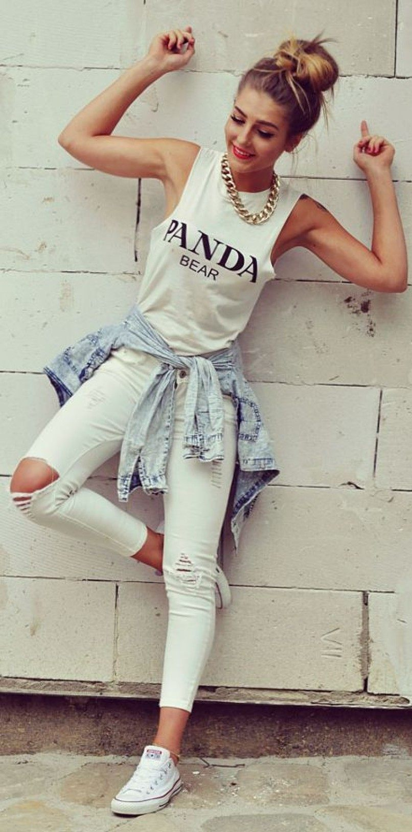 Белые джинсы незаменимая вещь в женском гардеробе