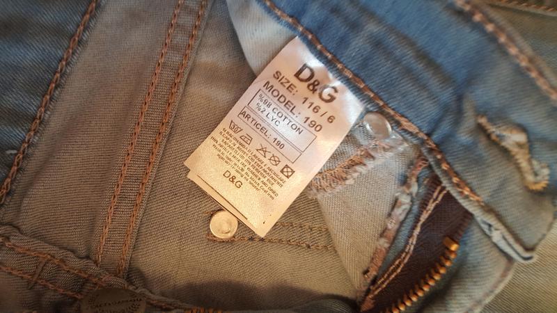 Бирка на джинсах