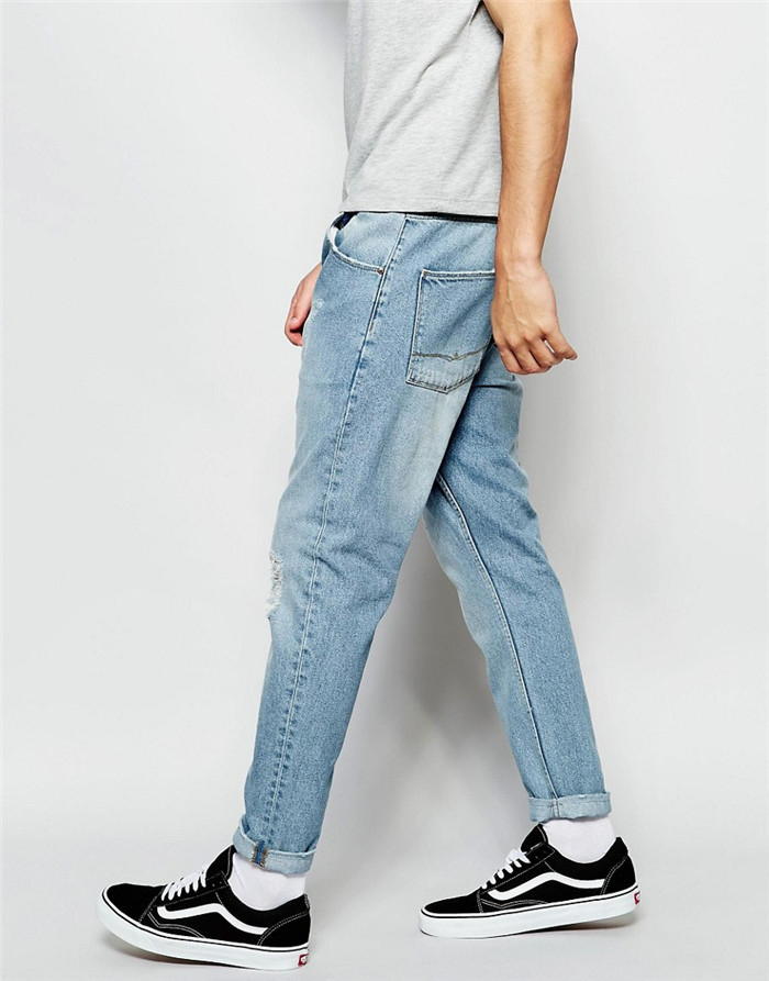 Это джинсы-бананы