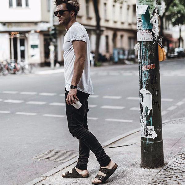 Как носить темные джинсы