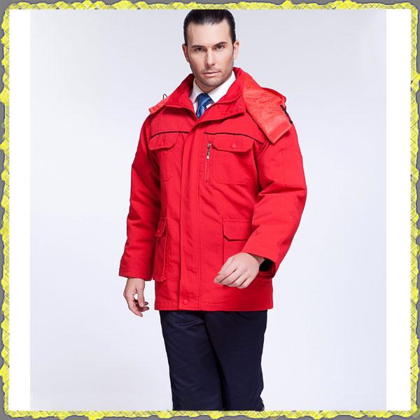 Красная теплая куртка на меху