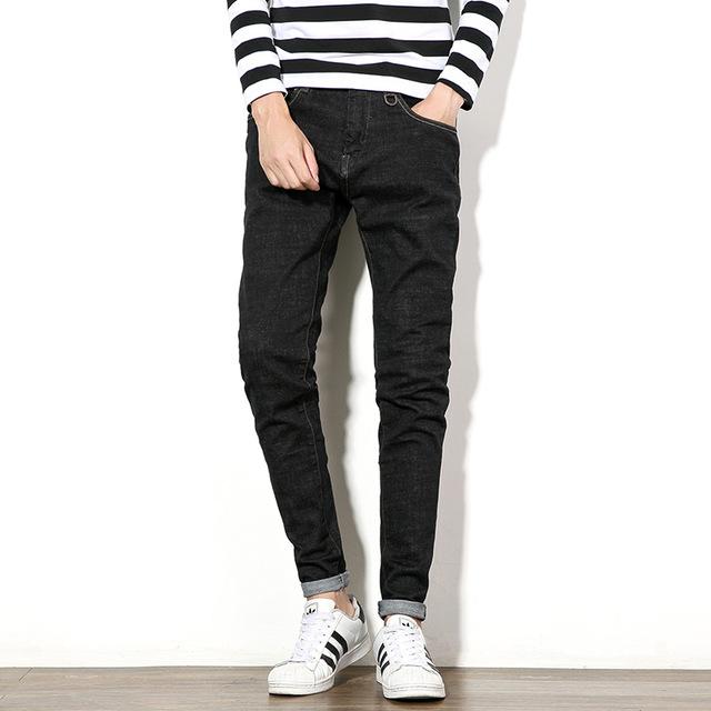Модные черные джегинсы