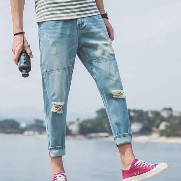 Мужские джинсы голубые укороченные с дырами