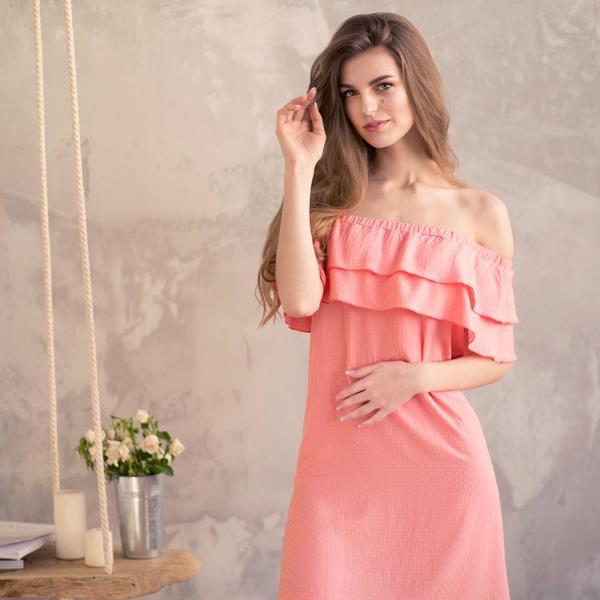 Нежный персиковый цвет летней одежды
