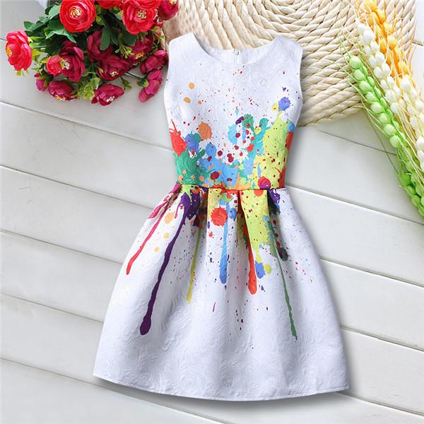 Платье с ярким акцентом