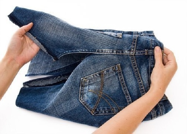 Подогнуть уголки штанин