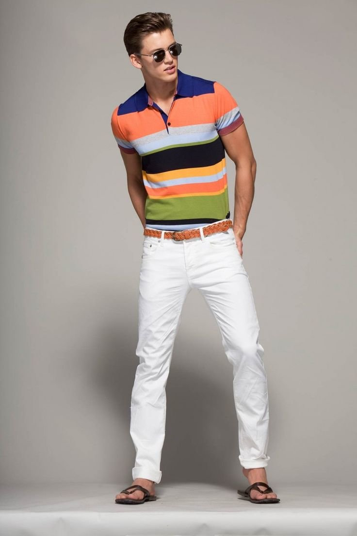 Полосатое поло под белый цвет одежды
