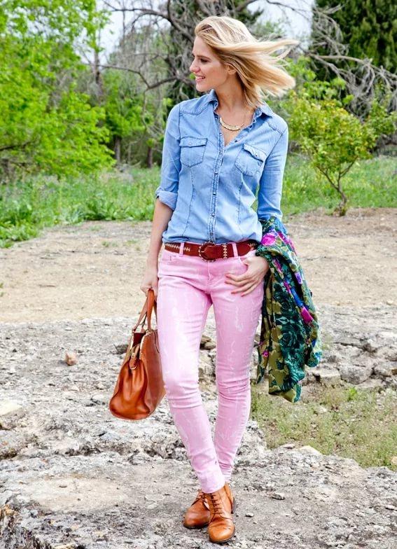 Розовые брюки-с чем носить