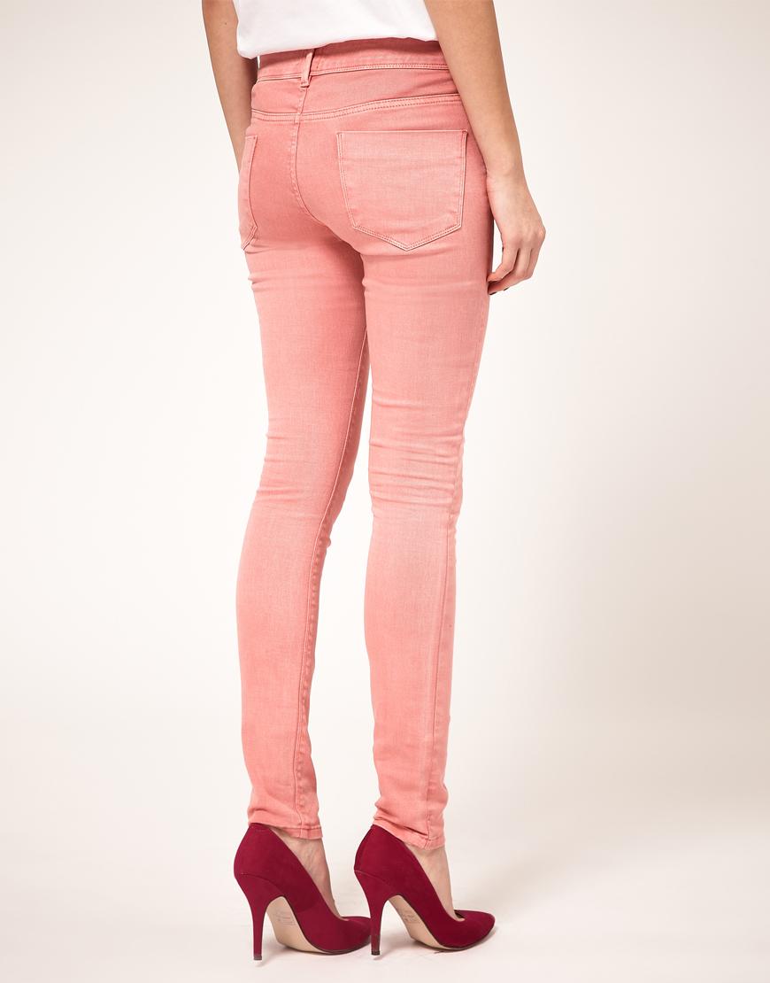 Розовые джинсы под каблук