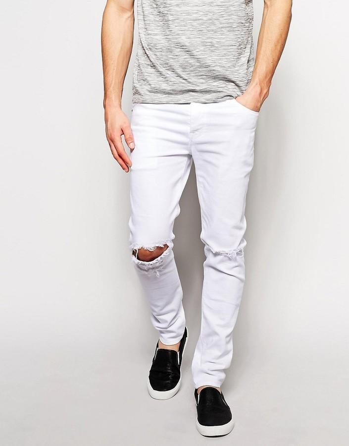 Рваные белые штаны для стильного мужчины