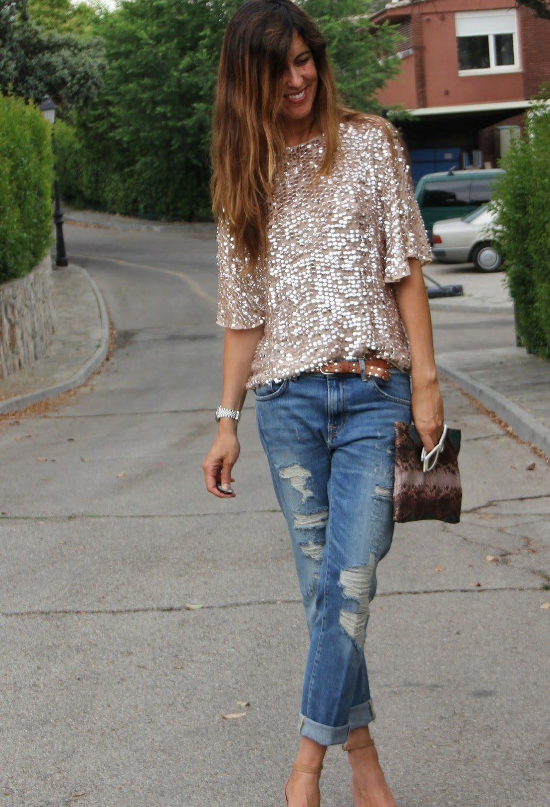 Рваные джинсы-бойфренды отличаются свободным кроем