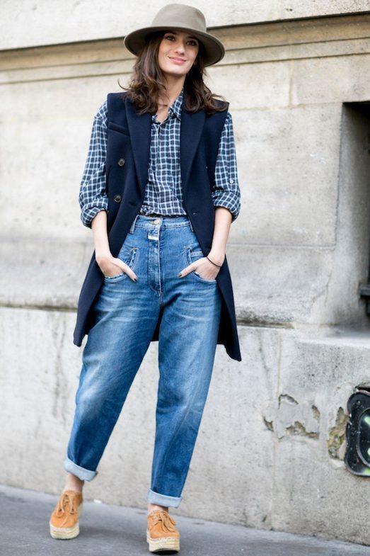 С чем и как модно носить джинсы-бананы