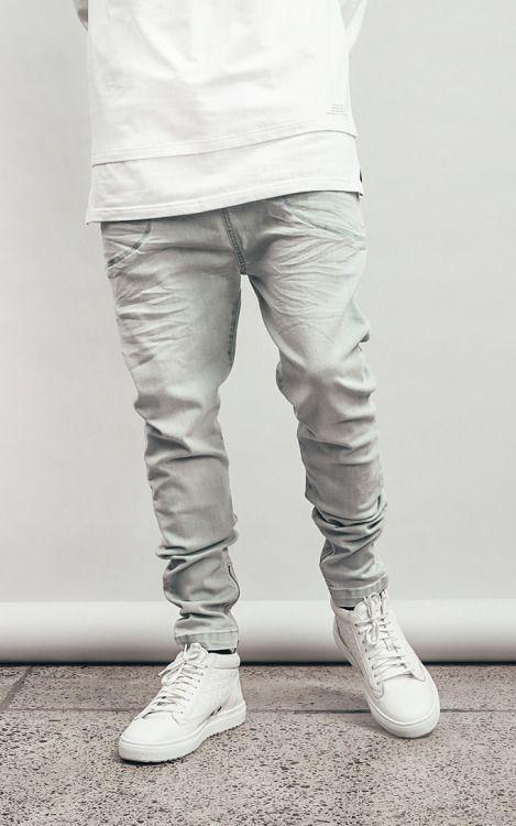 Серый тон одежды