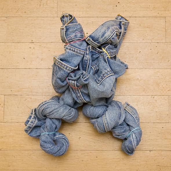 Скрученные джинсы