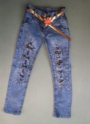 Светлый оттенок рваных джинсов