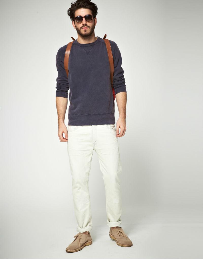 Свитшот темного оттенка под джинсы