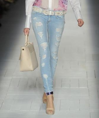 Цветовая палитра летних женских джинсов
