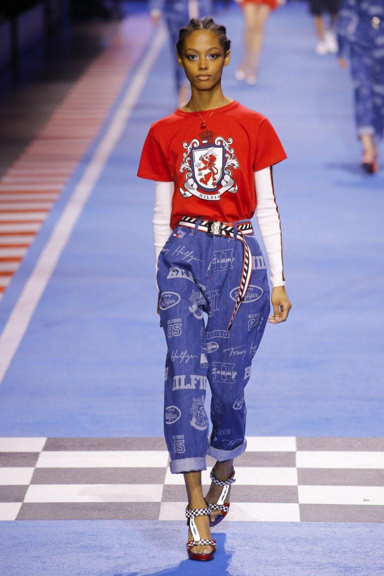 Уникальные женские джинсы с элементами украшений