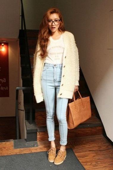 В прохладную погоду сочетайте их с теплым мешковатым свитером