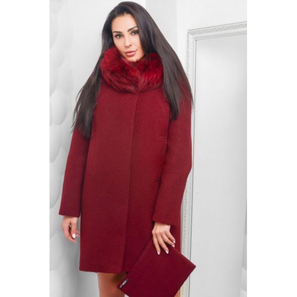 Выбор красной верхней одежды