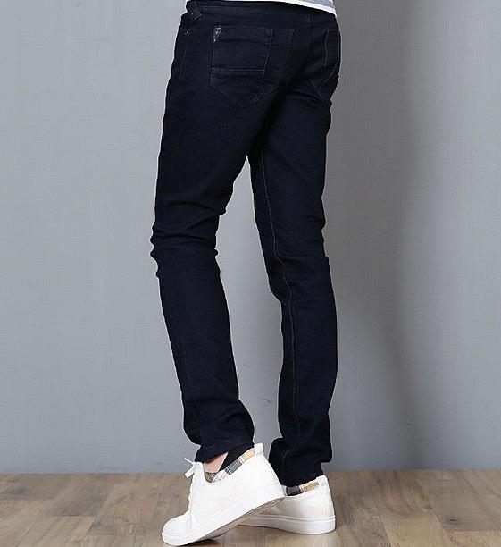 Аккуратные мужские джинсы