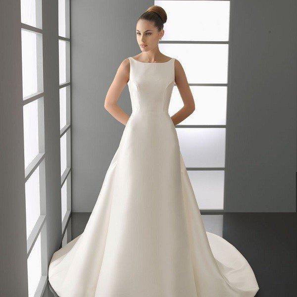 Атласное практичное платье