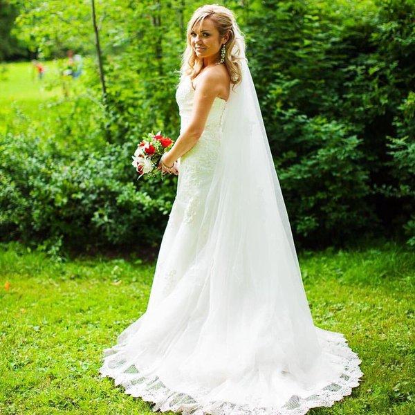 Белое модное платье