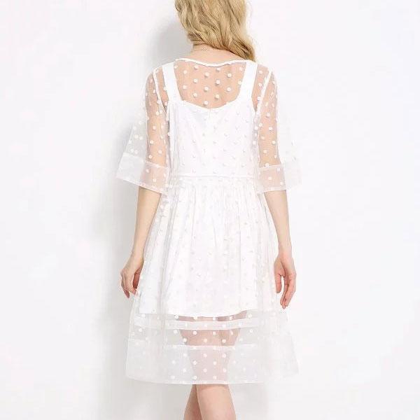 Белое прозрачное платье в нежном оформлении
