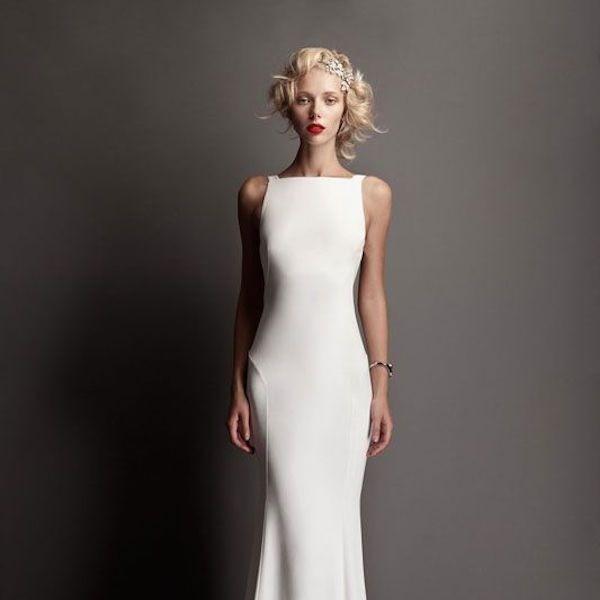 Белое закрытое прямое свадебное платье