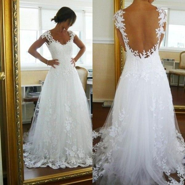 Белоснежное красивое платье