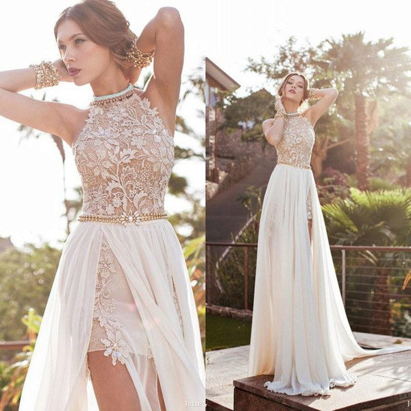Большой разрез на платье