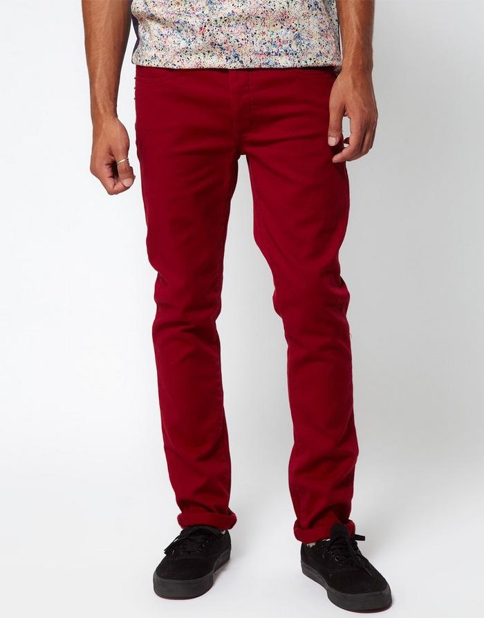 Бордовые джинсы