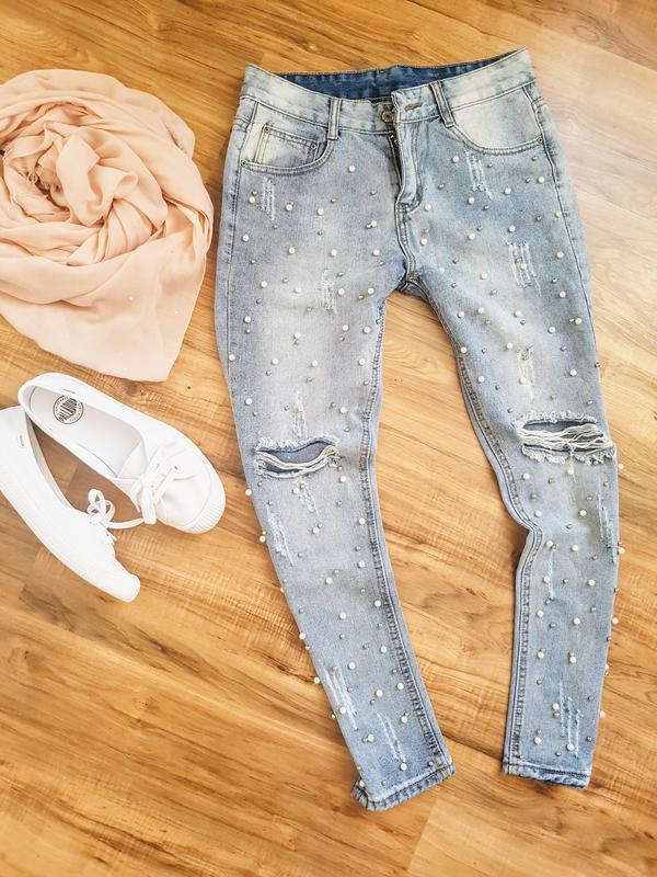 Брендовые джинсы с бусинами и жемчугом