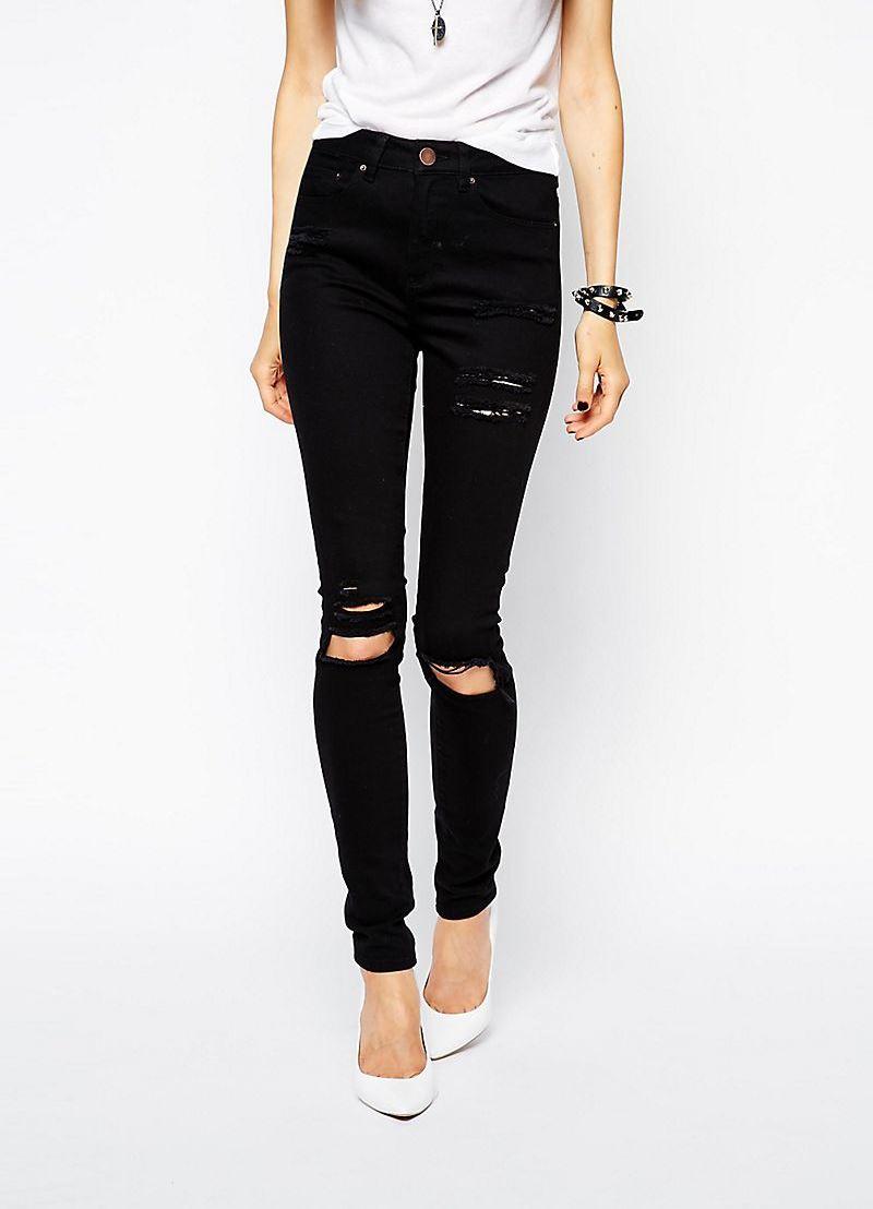 Черные штаны с дырками на коленях