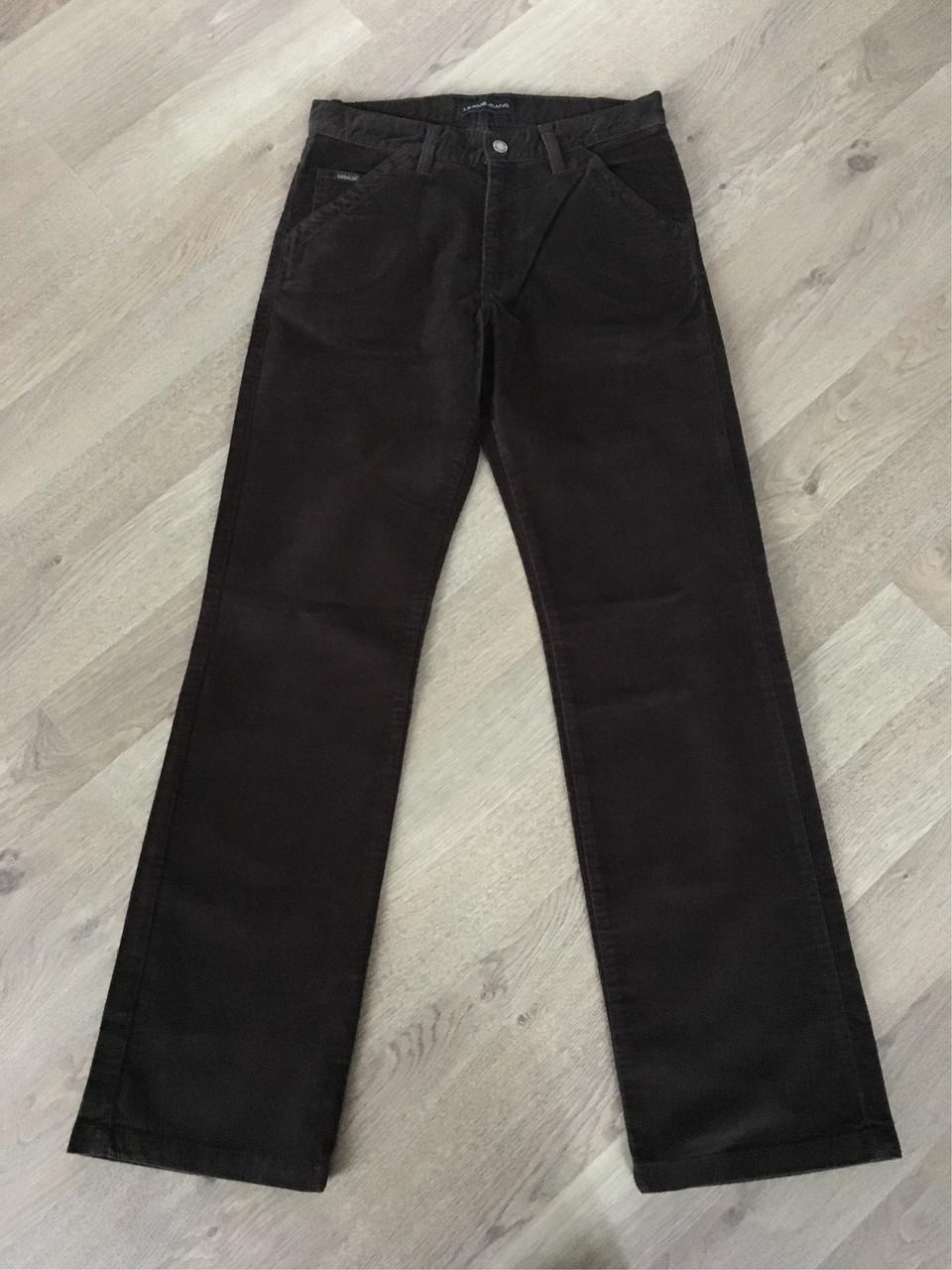 Черные современные джинсы