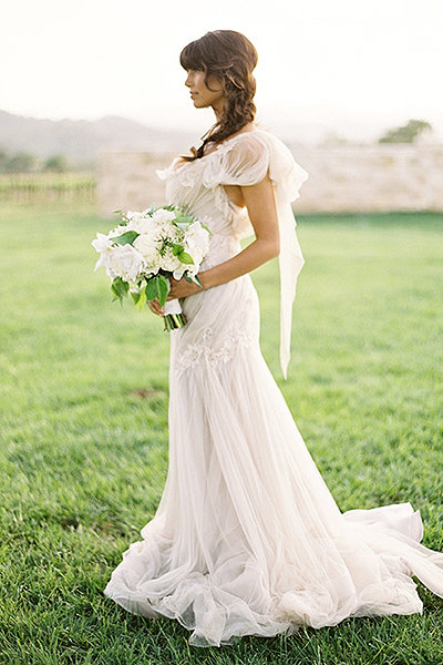 Декорировать платье в стиле Прованс идеально с помощью кружева
