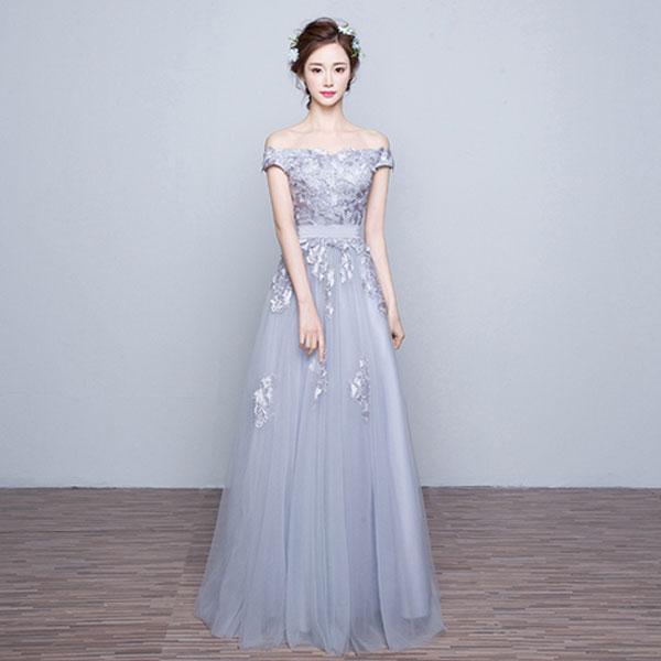 Элегантное приталенное свадебное платье с приспущенными с плеч короткими рукавами и расклешенной юбкой