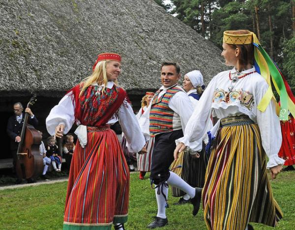 Эстонская одежда для девушек