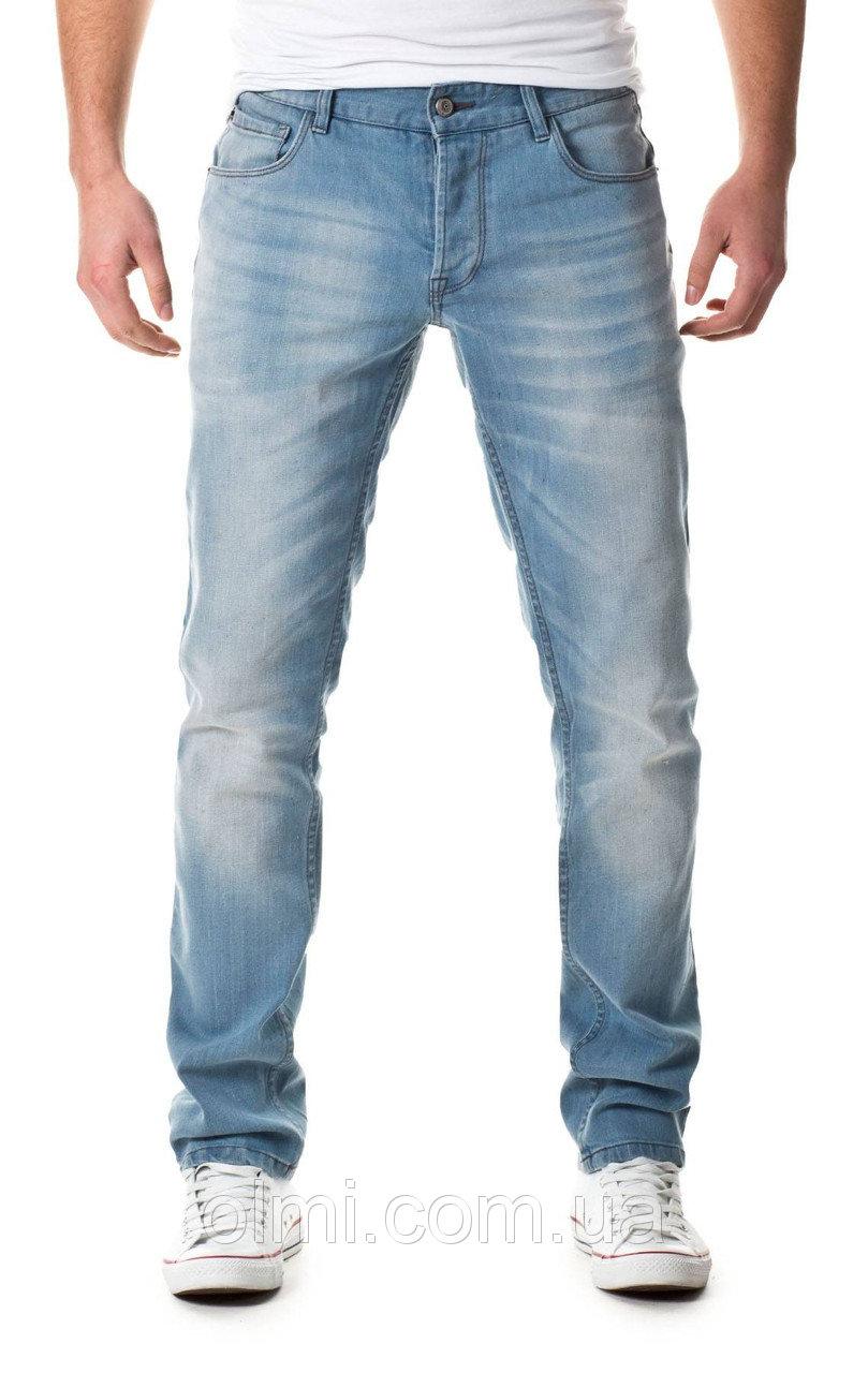 Голубой оттенок одежды