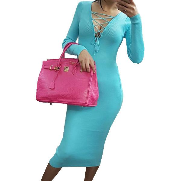 Голубой цвет платья