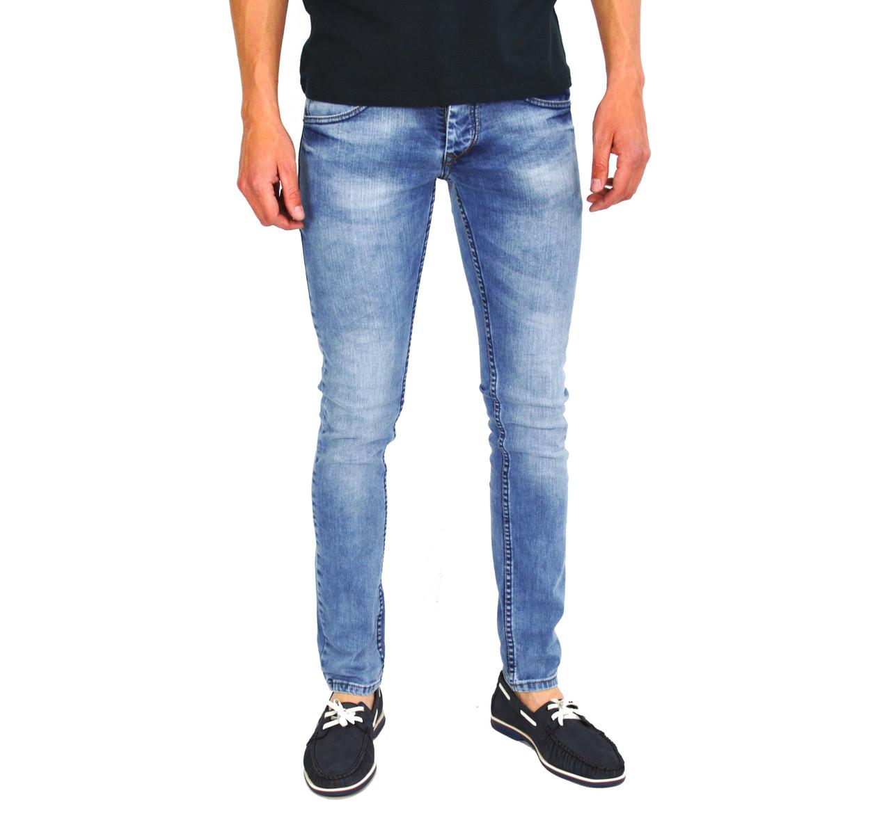 Голубые мужские джинсы зауженные