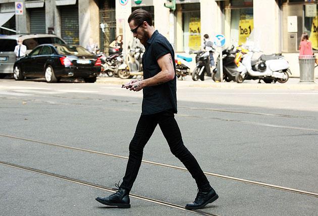 Как носить обтягивающие брюки