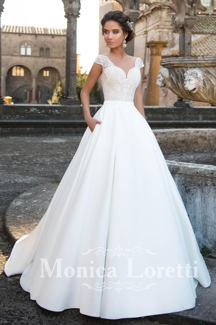 Классическое атласное свадебное платье