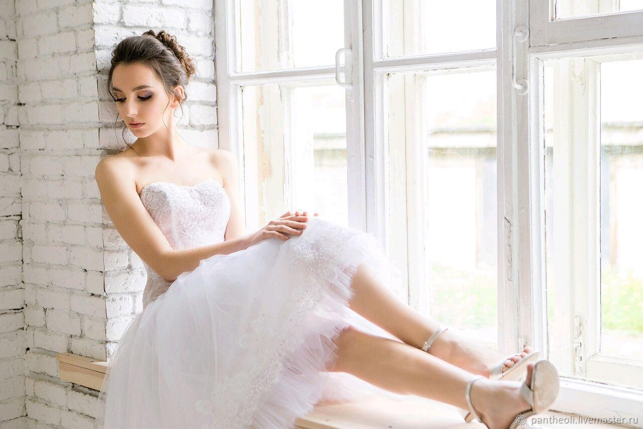 Короткое, белое свадебное платье