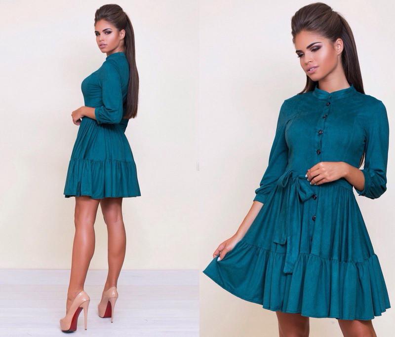 Короткое женское замшевое платье