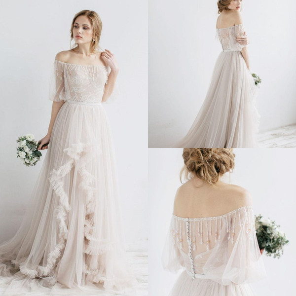 Красивое свадебное платье из атласа с коротким рукавом