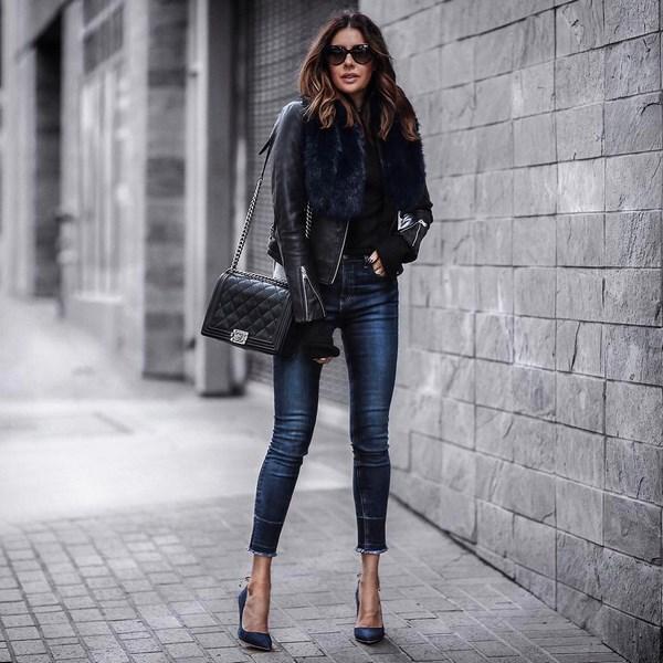 Красивые зауженные джинсы не утратили свою популярность